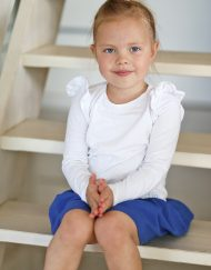 biała bluzka dla dziewczynki z falbankami