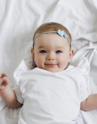 bluzka niemowleca z falbankami biala