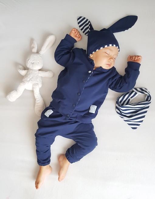 czapka-uszy-paski-apaszka-granatowa-kurtka-napy-niemowlęca