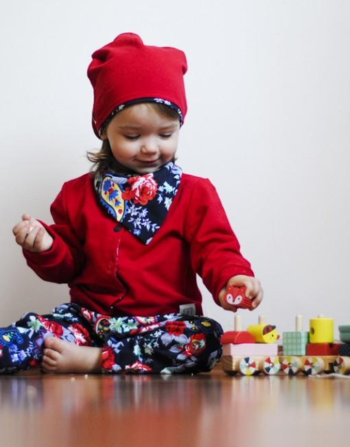 kurtka-czerwona-niemowlęca-kwiaty-baggy-apaszka-czapka-uszy