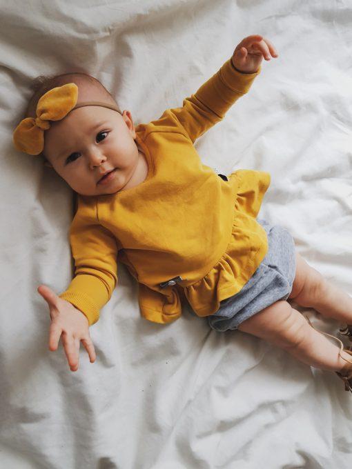 bluza z falbanką niemowlkęca