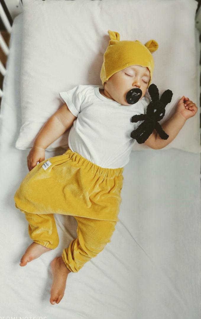 spodnie niemowlece welurowe