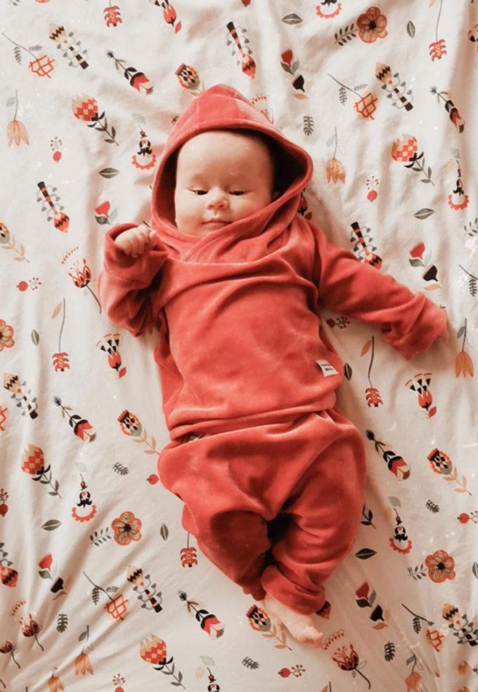 welurowy dres niemowlęcy
