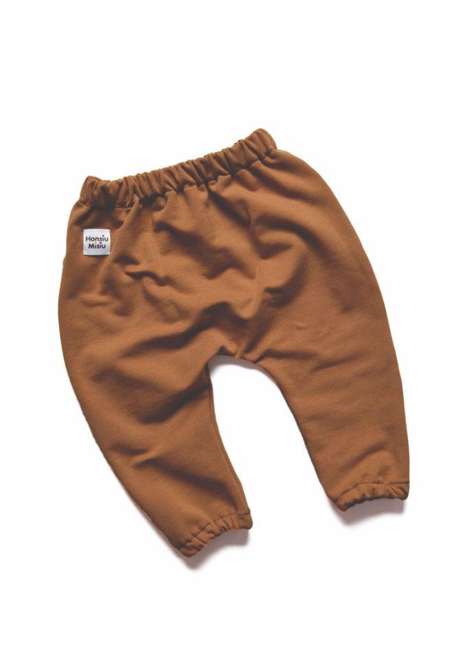 karmelowe spodnie niemowlęce